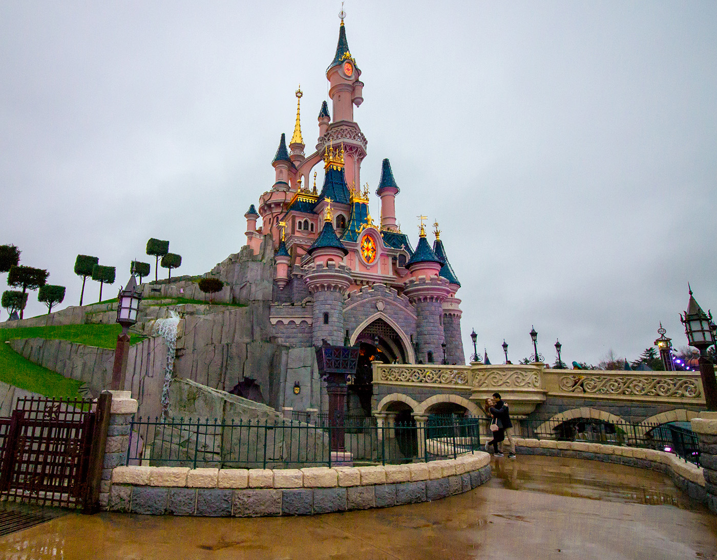 disneyland paris empty