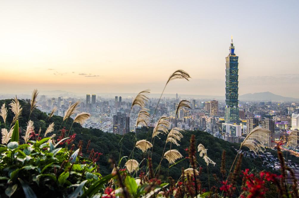 view from elephant mountain taipei