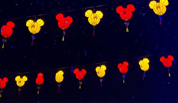mickey-mouce-lanterns-at-shanghai-disneyland